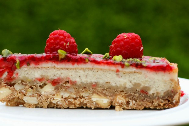 https://ravfood.com/2012/11/08/manhattan-style-strawberry-cheesecake/