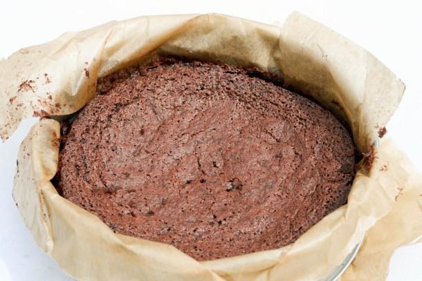 Chokoladelagkage med chokoladefyld