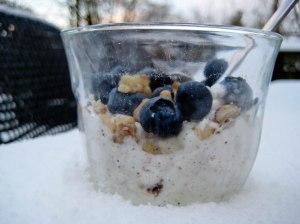 Hytteost med valnødder og blåbær