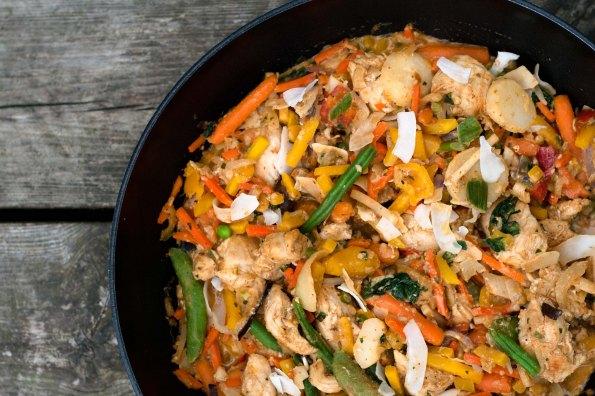 Ravfood Mad på 5 minutter: Wok med kylling, kokos og karry