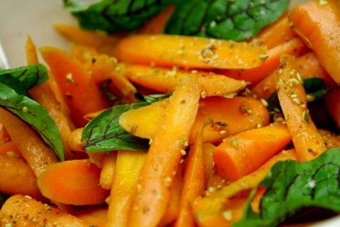 Ristede orangerødder med nøddesalt og chili