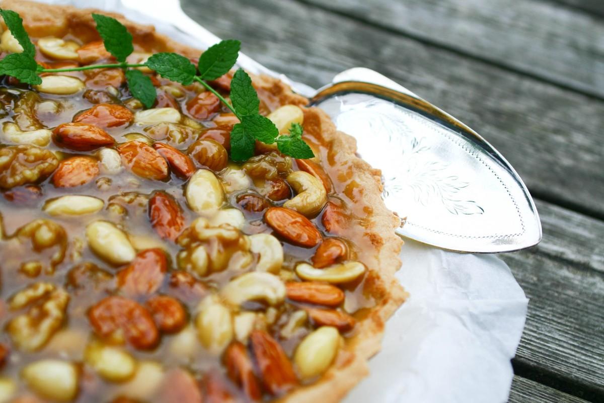 Nøddekarameltærte med mazarinbund