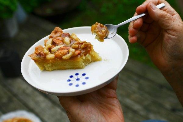 Nøddekaramel tærte med mazarinbund