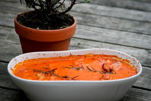 Kylling i cremet tomatsauce