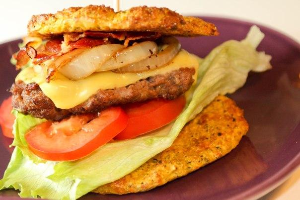 Saftig bacon-cheeseburger og 1 års fødselsdag