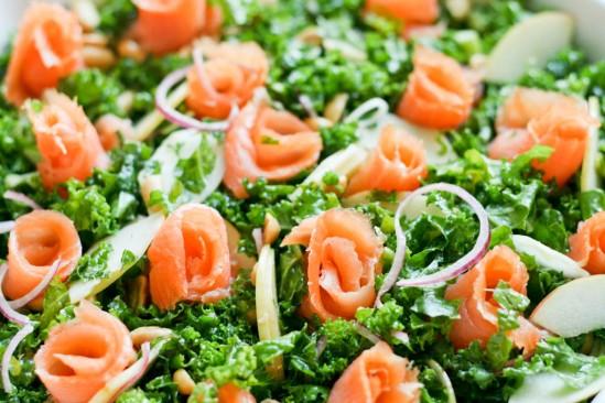 Lakseroser på grønkål