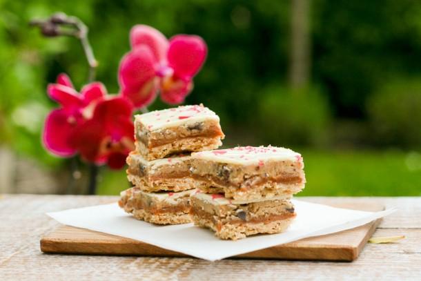 Blondie biscuits med cookie dough og karamelcreme