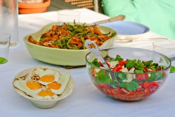 Spicy rød salat med knas og friske krydderurter 2