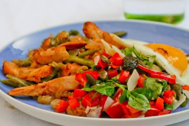 Spicy rød salat med knas og friske krydderurter 3