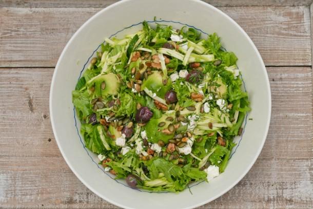 Frillicesalat med grønne sager og caesardressing fra Cardini´s