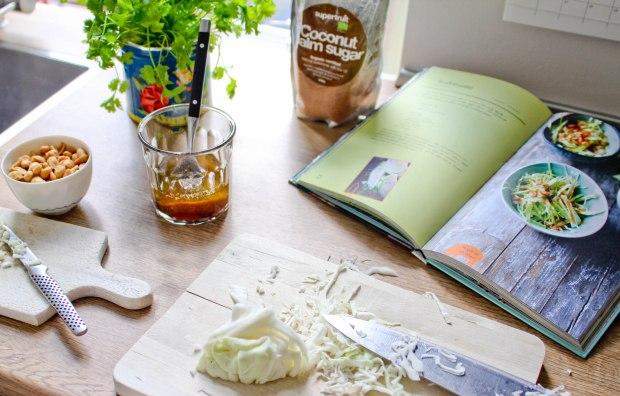 Hvidkålsalat med koriander og peanuts-8