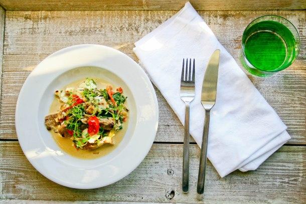 Torsk i fad med svampe, spinat og feta