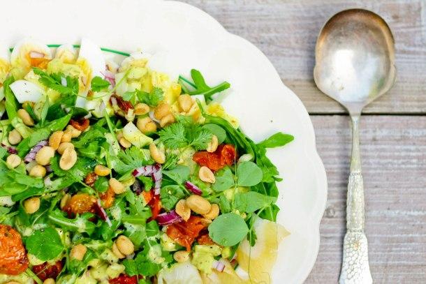 Frokostsalat med hellefisk, æg og bagte tomater-2-2