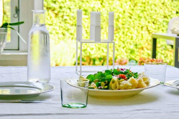 Frokostsalat med hellefisk, æg og bagte tomater-3