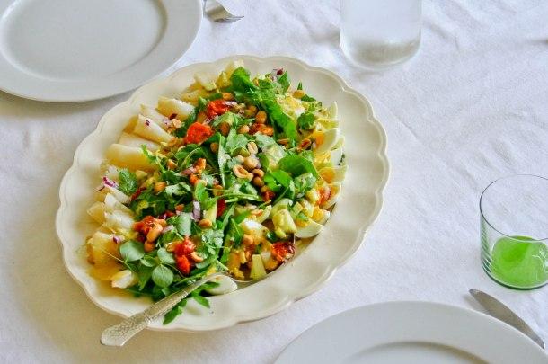 Frokostsalat med hellefisk, æg og bagte tomater-4