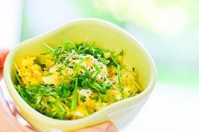 Æggesalat med karry ogkrydderurter