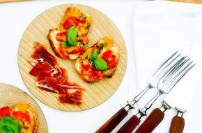 Bruschetta med grillet tomat ogost