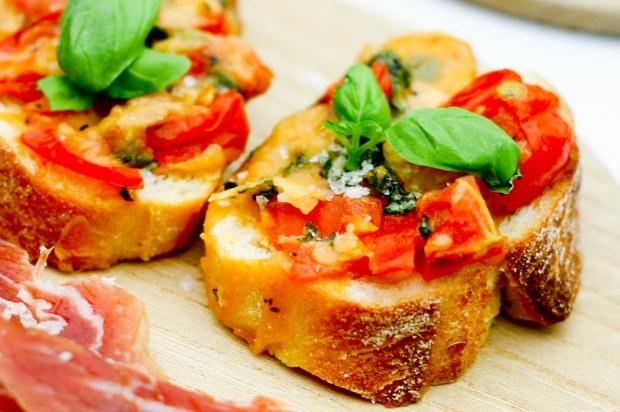 Bruschetta med tomat og ost-3