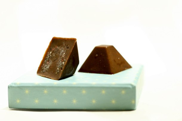 Chokoladebombermed chiafrø og kakaonips