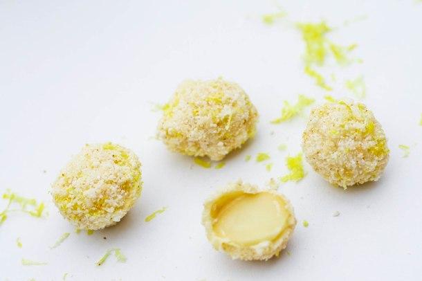 Macadamianødderi hvid chokolade med kokos, citron og cayenne-4