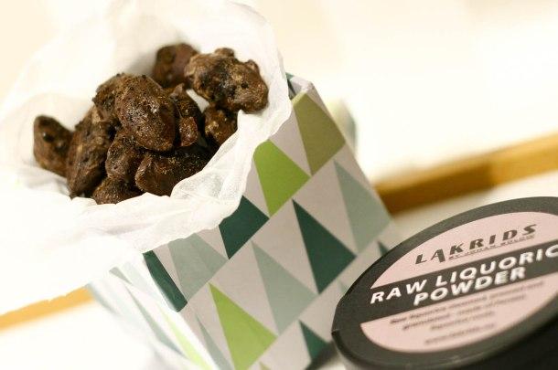 Mandler med chokolade og lakrids