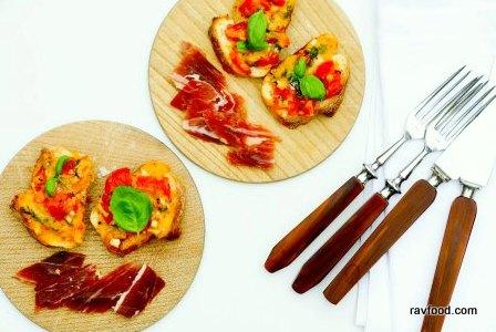 bruschetta-med-tomat-og-ost-4