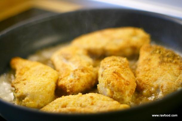 Kyllingfilet med flæskesværspanering
