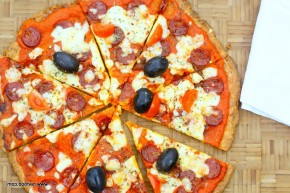 Low Carb Pepperoni Pizza med SPRØDbund