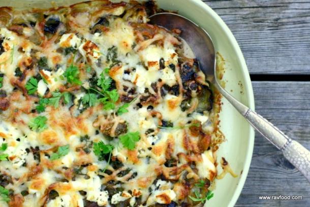 Gratinerede auberginer med feta og løg