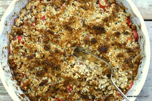 Rabarber med kokoscrumble og vaniljefløde