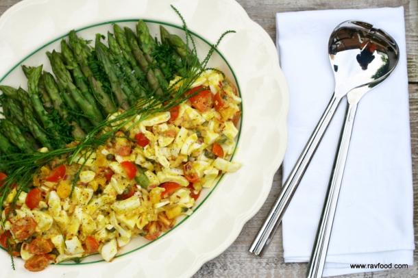 Grønne asparges med æggevinaigrette