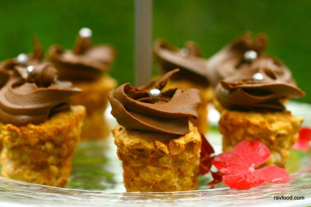 Nøddetærter med chokolade/ kaffe frosting