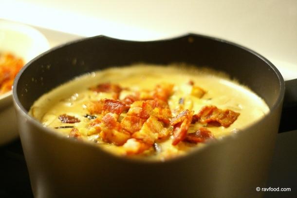 Sauce med bacon og champignons