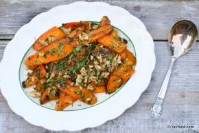 Ristede gulerødder med valnødder ogkrydderurter