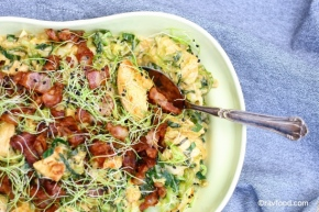 Kylling, bacon og spidskål iparmesanfløde