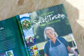 """""""SalatTøsen – salater hele året rundt"""" – anmeldelse oggiveaway"""