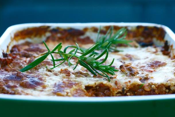 Lasagne med aubergineplader og hytteost-parmesan-sauce