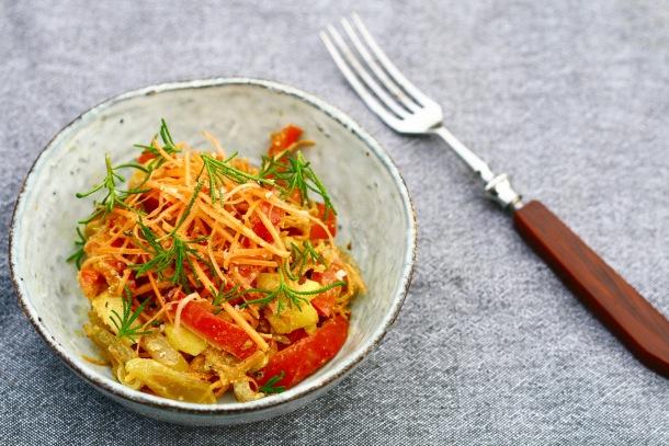 Kinesiek grøntsagsblanding med karry