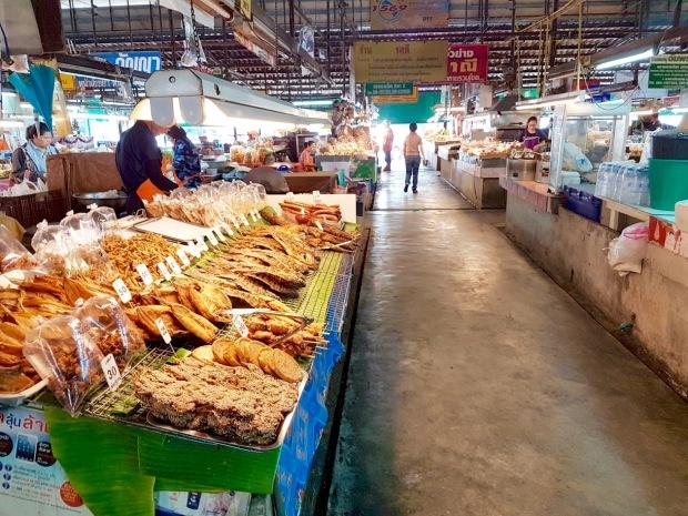 På rundvisning i et thailandsk råvaremarked