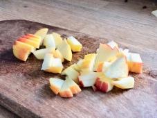Rødkålssalat med æble og sesamfrø